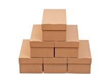 кладет стог в коробку картона закрытый Стоковая Фотография