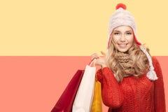 кладет счастливую женщину в мешки зима вектора текста сбывания предпосылки Стоковые Изображения