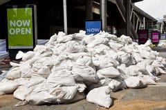 кладет улицы в мешки песка загородки bangkok Стоковые Изображения RF