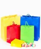 кладет цветастую покупку в мешки пасхи принципиальной схемы Стоковые Изображения RF