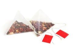 кладет чай в мешки стоковое изображение rf