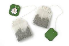 кладет чай в мешки Стоковые Фото