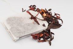 кладет чай в мешки hibiscus стоковая фотография rf