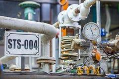 Клапаны и трубы в промышленном предприятии Стоковые Изображения