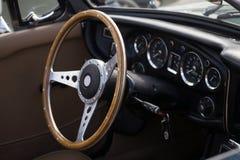 Классицистическая ретро приборная панель автомобиля стоковые изображения rf