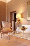 классицистическая удобная живущая комната стоковые изображения