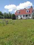 Классицистический белый дом Новой Англии, Стоковая Фотография RF