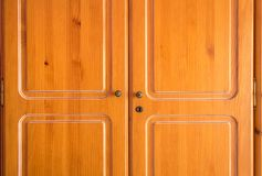 классицистический кухонный шкаф деревянный Стоковая Фотография