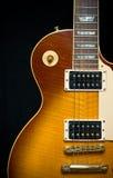 классицистический электрический sunburst гитары отделки стоковая фотография