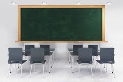 Классическая комната класса с классн классным и потолочными освещениями Стоковые Изображения