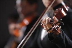 Классическая музыка. Скрипачи в концерте Стоковое Изображение