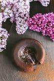 Классическая помадка шоколада на темной предпосылке с цветками Стоковое фото RF