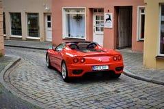 Классическая старая красная улица немца Феррари od стоковое фото rf