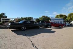 Классические автомобили в ряд на выставке автомобиля лета стоковые изображения rf