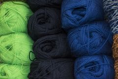 Классические болгарские пряжи вызваны длинный, непрерывный, скрученная нить или волокно используемые в текстильной промышленности стоковые изображения rf
