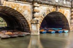 Классические деревянные шлюпки состыковали на реке в Оксфорде - 1 Стоковые Фотографии RF