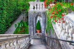 Классические каменные лестницы в красивом саде виллы Carlotta, Como Стоковое Изображение RF
