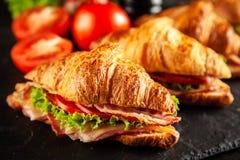 Классические сандвичи круассана BLT стоковые изображения