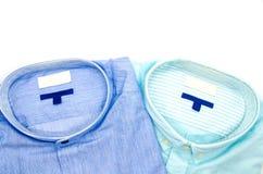 Классические штабелированные рубашки ` s людей изолированными на белой предпосылке Стоковое фото RF