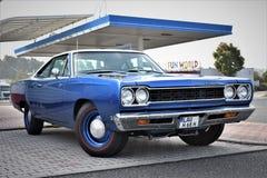 Классический голубой автомобиль Плимут мышцы стоковые фотографии rf