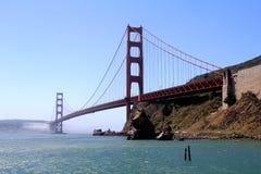 Классический панорамный взгляд известного моста золотого строба в лете, Сан-Франциско, Калифорнии, США Стоковое Фото