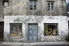 Классический ретро магазин ремесла здания в малом переулке на городе Pfunds Стоковые Изображения RF
