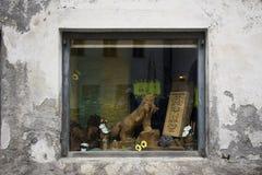 Классический ретро магазин ремесла здания в малом переулке на городе Pfunds Стоковые Изображения