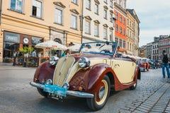 Классический старый Фиат на ралли винтажных автомобилей в Кракове, Польши стоковые изображения