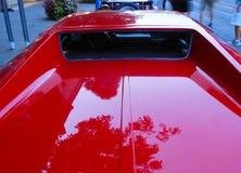 Классическое красное sportscar припаркованное на Watkins Глене винтажном грандиозном p стоковое изображение