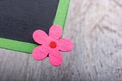 Классн классный при флористический значок помещенный на зеленой траве Стоковое фото RF
