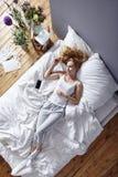 Класть в кровать Стоковые Изображения RF