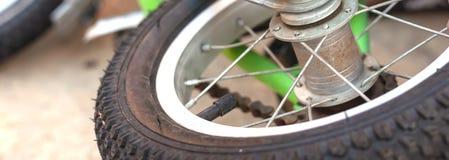 Класть на том основании ягнится велосипед Фото Конца-вверх стоковые фото