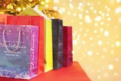 кладет покупку в мешки рождества Стоковое Изображение RF