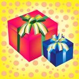 кладет подарок в коробку 2 Стоковые Изображения