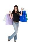 кладет счастливым изолированных удерживанием ходя по магазинам детенышей в мешки женщины Стоковые Фотографии RF