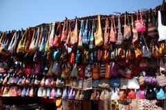 кладет этнический магазин в мешки Стоковое фото RF