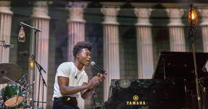 Клементин Бенджамина выполняет в реальном маштабе времени на фестивале выходных атласа Киев, Украин Стоковые Фото