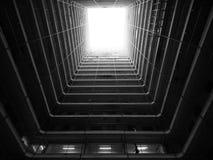 Клетка Гонконга Buliding черно-белая стоковые фотографии rf