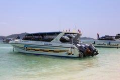 Клиенты быстроходного катера ждать на острове nai Khai Стоковые Изображения RF