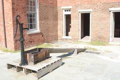 Клинч форта имеет водяные помпы свежей воды все еще в рабочийа наряд стоковое изображение