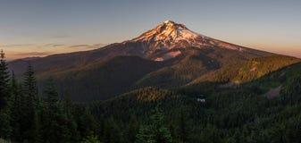 Клобук Mt на заходе солнца Стоковые Изображения RF