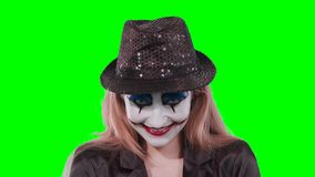 Клоун девушки смотря камеру сток-видео