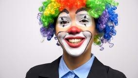 Клоун нося парик colorgul акции видеоматериалы