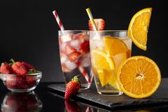 Клубника и настоянные апельсином воды Стоковое фото RF