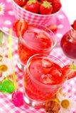 клубника питья свежая стоковые изображения