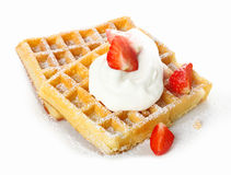 Клубники и сливк на waffle Стоковое Изображение