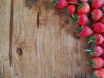 Клубники на деревянной предпосылке Стоковое Фото