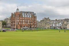 Клуб Сент-Эндрюса и поле для гольфа королевского & старый где гольф был основан в 1754, рассматриваемые, что много быть стоковые фотографии rf
