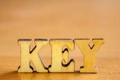 ` Ключа ` слова сделанное деревянных писем Стоковые Фотографии RF