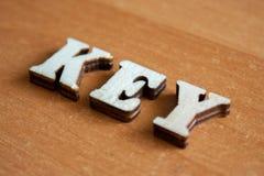 ` Ключа ` слова сделанное деревянных писем Стоковое фото RF